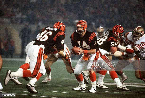 Ken Anderson of the Cincinnati Bengals turns to hand the ball off the running back Pete Johnson against the San Francisco 49ers during Super Bowl XVI...
