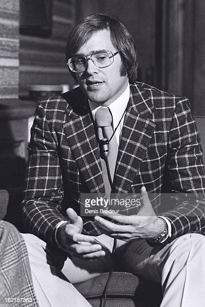 Ken Dryden of the Montreal Canadiens talks to reporters circa 1970 in Montreal Quebec Canada