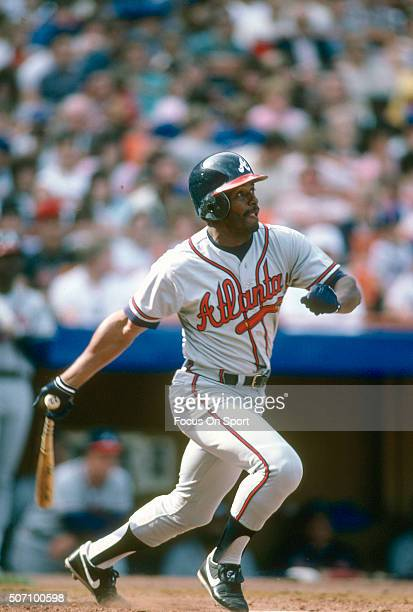 Ken Griffey Sr of the Atlanta Braves bats against the New York Mets during a Major League Baseball game circa 1987 at Shea Stadium in the Queens...