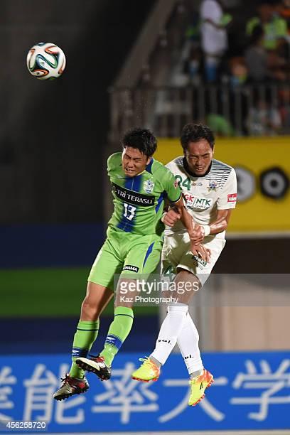 Ken Iwao of Shonan Bellmare competes the header with Hiroaki Nanba of FC Gifu during the J League second division match between FC Gifu and Shonan...