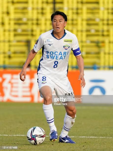 Ken Iwao of Tokushima Vortis in action during the J.League Meiji Yasuda J1 match between Kashiwa Reysol and Tokushima Vortis at Sankyo Frontier...