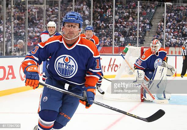 Ken Linseman of the Edmonton Oilers alumni skates against Winnipeg Jets alumni during the 2016 Tim Hortons NHL Heritage Classic alumni game at...