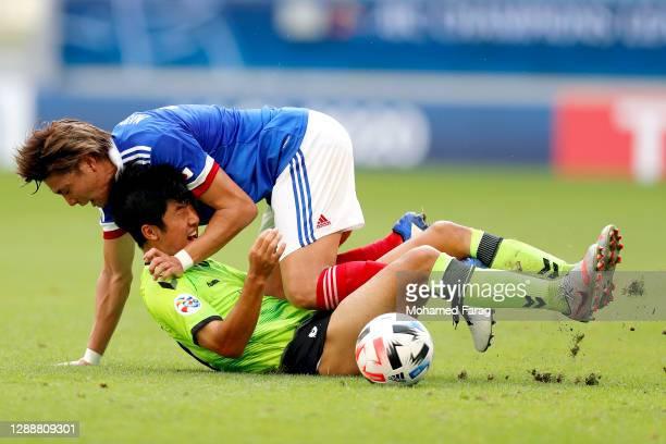 Ken Matsubara of Yokohama F.Marinos and Lee Soo-Bin of Jeonbuk Hyundai Motors compete for the ball during the AFC Champions League Group H match...