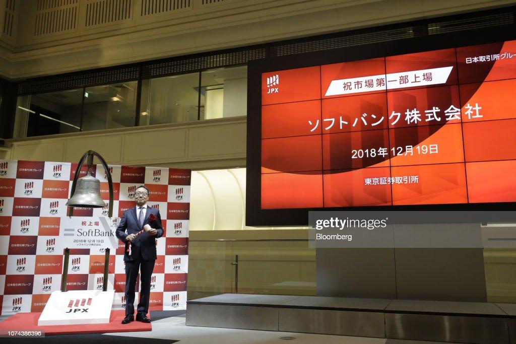 SoftBank's Japan Mobile Business Makes Trading Debut : Nachrichtenfoto