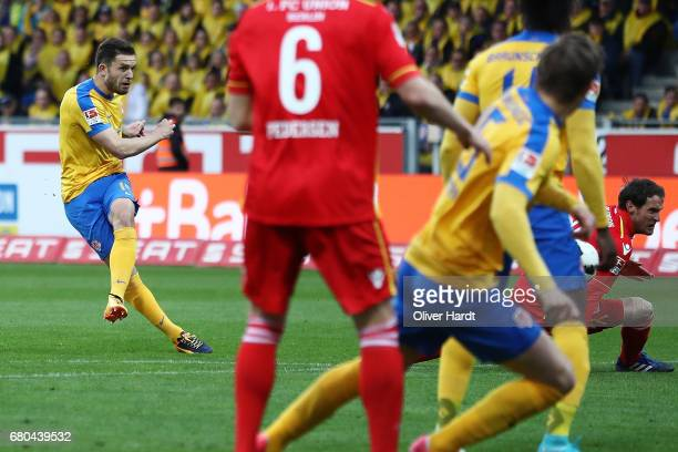 Ken Reichel of Braunschweig scores their first goal during the Second Bundesliga match between Eintracht Braunschweig and 1 FC Union Berlin at...