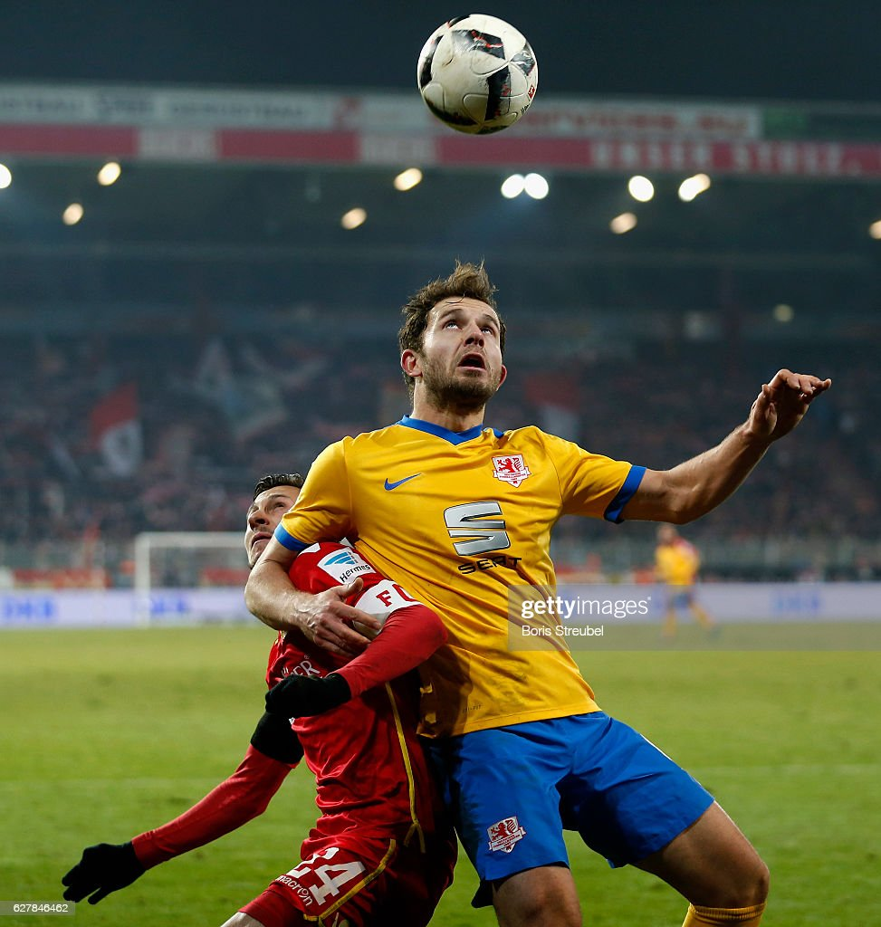Ken Reichel of Eintracht Brauschweig jumps for a header with Steven Skrzybski of Union Berlin during the Second Bundesliga match between 1. FC Union Berlin and Eintracht Braunschweig at Stadion An der Alten Foersterei on December 5, 2016 in Berlin, Germany.