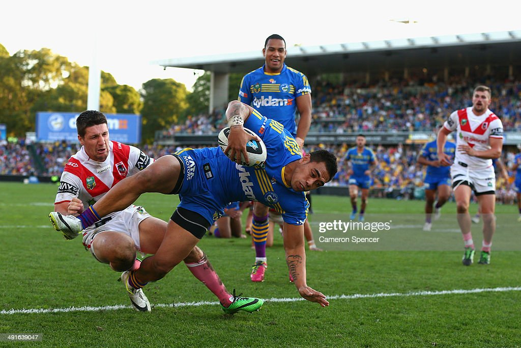 Ken Sio of the Eels scores a try during the round 10 NRL match between the Parramatta Eels and the St George Illawarra Dragons at Pirtek Stadium on May 17, 2014 in Sydney, Australia.