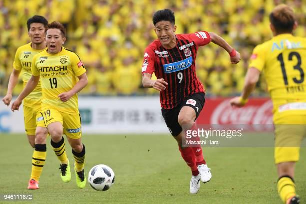 Ken Tokura of Consadole Sapporo in action during the JLeague J1 match between Kashiwa Reysol and Consadole Sapporo at Sankyo Frontier Kashiwa Stadium...