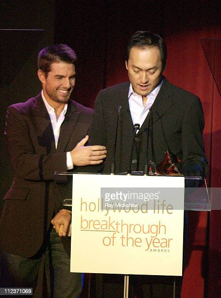 """Ken Watanabe accepting the Breakthrough of the Year Award for """"The Last Samurai"""" from Tom Cruise"""