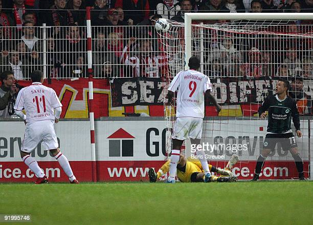 Kenan Sahin of Berlin scores his team's third goal during the Second Bundesliga match between 1 FC Union Berlin and SpVgg Greuther Fuerth at the...