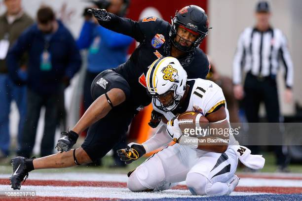 Kendall Blanton of the Missouri Tigers catches the ball for a touchdown as Kenneth EdisonMcGruder of the Oklahoma State Cowboys during the first half...