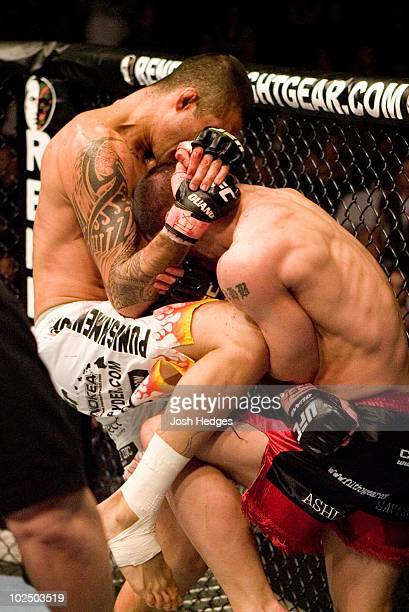 Kendall Grove def Alan Belcher Submission 442 round 2 during UFC 69 at Toyota Center on April 7 2007 in Houston Texas