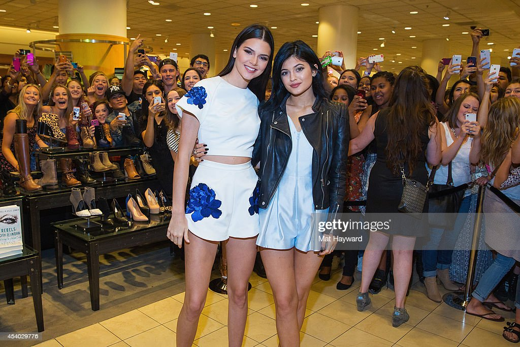 Madden girl meet and greet with kendall jenner and kylie jenner at kendall jenner l and kylie jenner pose for a photo at the madden girl m4hsunfo