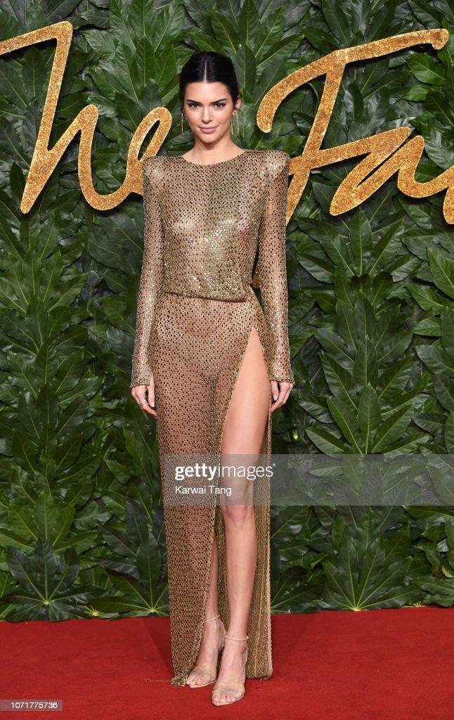 The Fashion Awards 2018 In Partnership With Swarovski - Red Carpet Arrivals : Nachrichtenfoto