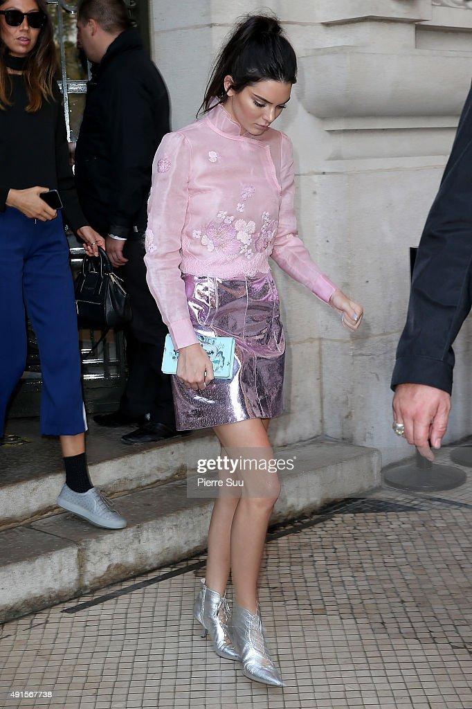 Shiatzy Chen : Outside Arrivals - Paris Fashion Week Womenswear Spring/Summer 2016 : News Photo