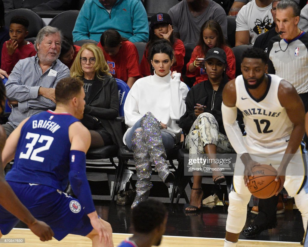 Celebrities At The Los Angeles Clippers Game : Photo d'actualité
