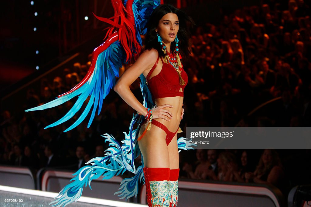 2016 Victoria's Secret Fashion Show in Paris - Show : News Photo