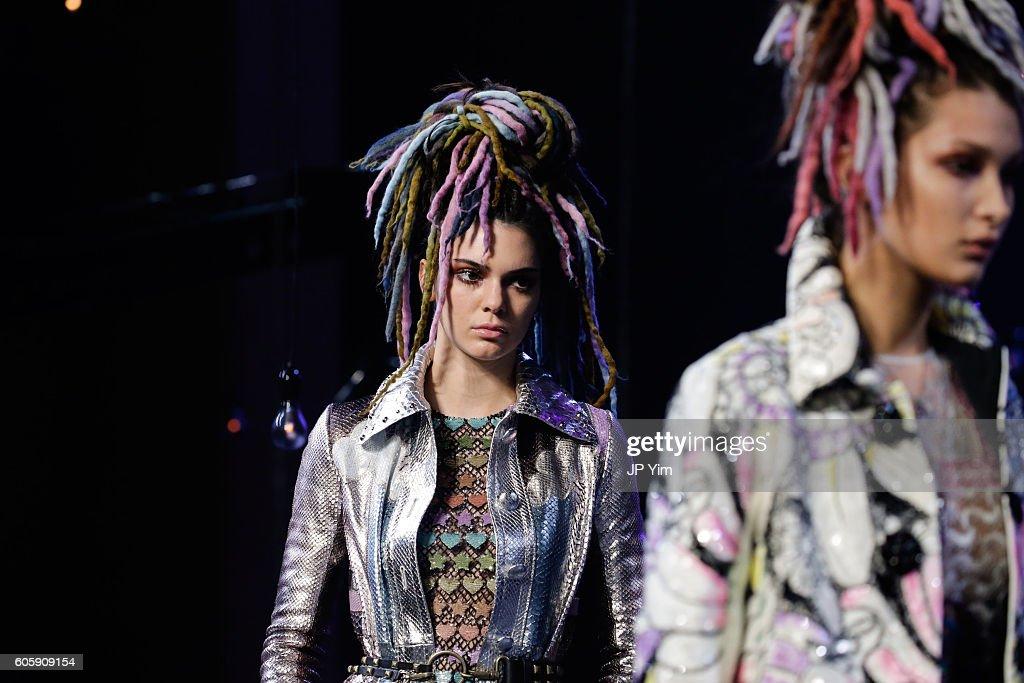 Marc Jacobs - Runway - September 2016 - New York Fashion Week : News Photo