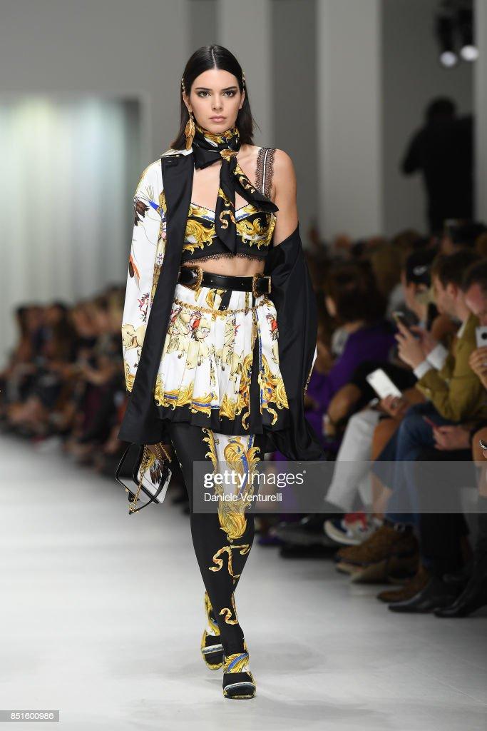 Versace - Runway - Milan Fashion Week Spring/Summer 2018 : News Photo