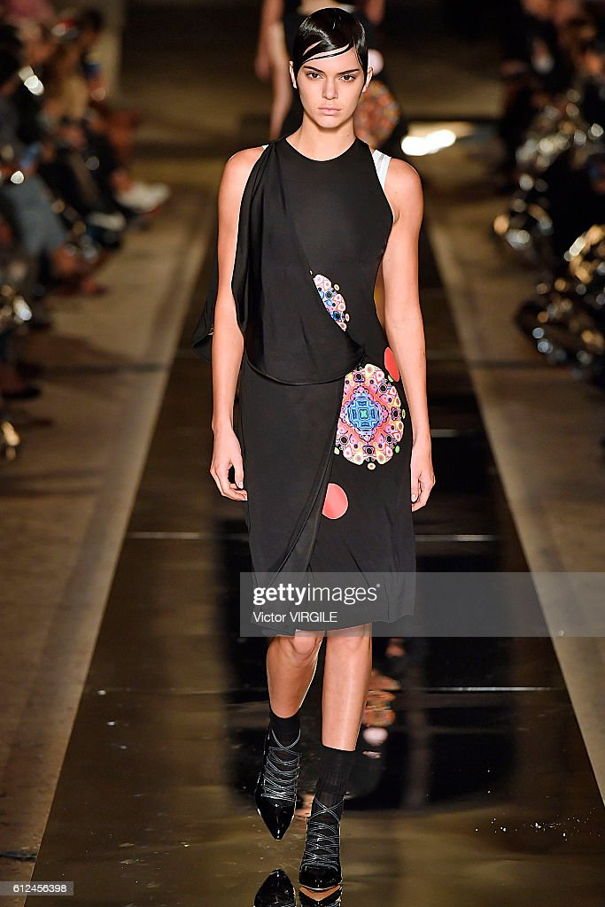Givenchy : Runway - Paris Fashion Week Womenswear Spring/Summer 2017 : News Photo