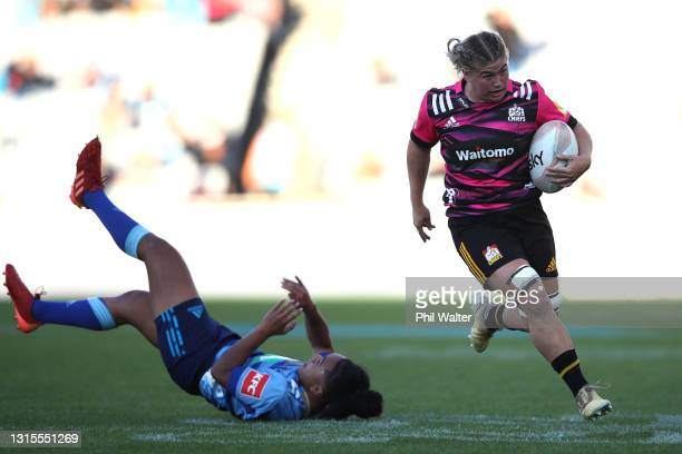 Kendra Reynolds of the Chiefs makes a break during the Women's match between the Blues and the Chiefs at Eden Park, on May 01 in Auckland, New...