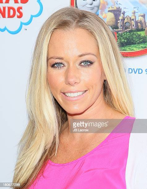 Kendra thomas photos et images de collection getty images kendra wilkinson arrives at thomas friends king of the railway the movie los angeles pmusecretfo Image collections