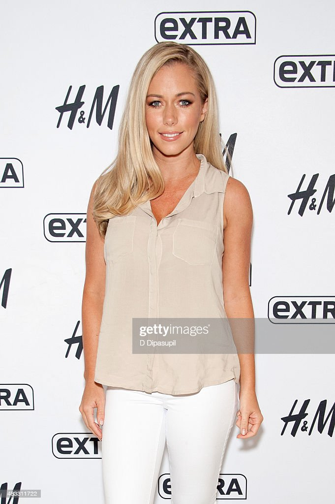 "Kendra Wilkinson Visits ""Extra"""