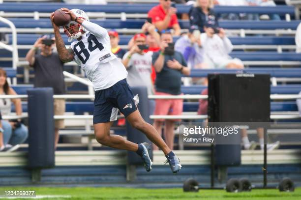 Kendrick Bourne of the New England Patriots makes a catch during training camp at Gillette Stadium on July 28, 2021 in Foxborough, Massachusetts.