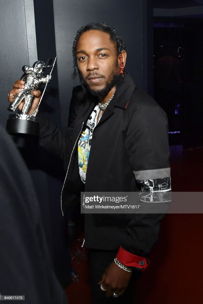 Kendrick Lamar poses with award backstage during the 2017 MTV Video Music Awards at The Forum on August 27, 2017 in Inglewood, California.