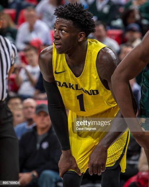Kendrick Nunn of the Oakland Golden Grizzlies gets set for the free throw against the Michigan State Spartans during game two of the Hitachi College...