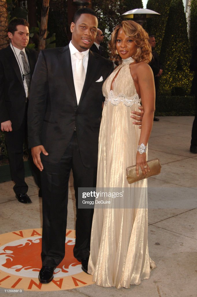Kendu Isaacs and Mary J. Blige during 2007 Vanity Fair Oscar Party Hosted by Graydon Carter - Arrivals at Mortons in West Hollywood, California, United States.