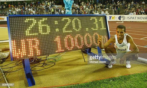 Kenenisa Bekele of Ethiopia celebrates breaking the 10000m world record on June 8 2004 at the IAAF Golden Spike meet in Ostrava Czech Republic
