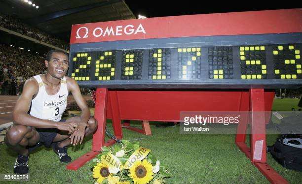 Kenenisa Bekele of Ethiopia wins the men's 10000 meters and sets a new World Record during the IAAF Golden League Meet in the Roi Baudouin Stadium on...