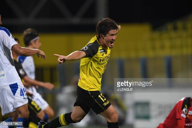 Kengo KITAZUME of Kashiwa Reysol scores his side's first goal during the J.League YBC Levain Cup Group D match between Kashiwa Reysol and Oita...
