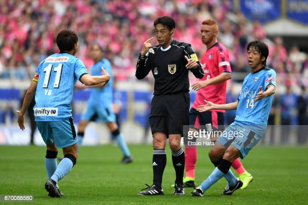 Kengo Nakamura and Yu Kobayashi of Kawasaki Frontale protest to referee Yuichi Nishimura during the JLeague Levain Cup final match between Cerezo...