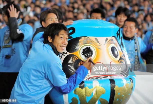 Kengo Nakamura of Kawasaki Frontale celebrates the J1 Champions at the final whistle after the JLeague J1 match between Kawasaki Frontale and Omiya...