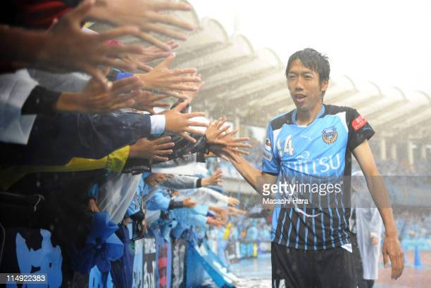 Kengo Nakamura of Kawasaki Frontale celebrates the win with fans during JLeague match between Kawasaki Frontale and Gamba Osaka at Todoroki Stadium...