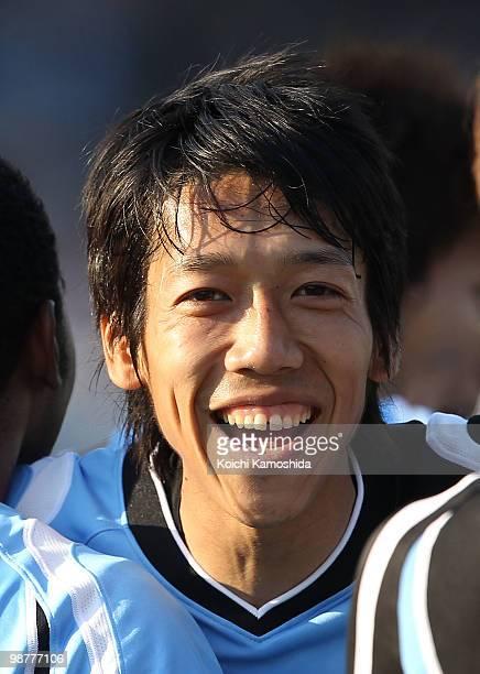 Kengo Nakamura of Kawasaki Frontale celebrates with his teammates after scoring a goal during the J League match between Kawasaki Frontale and Shonan...