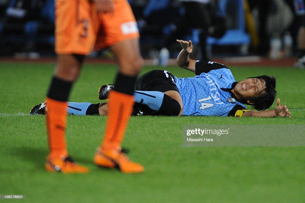 Kengo Nakamura #14 of Kawasaki Frontale is injured during the J.League match between Kawasaki Frontale and Shimzu S-Pulse at Todoroki Stadium on November 2, 2014 in Kawasaki, Kanagawa, Japan.