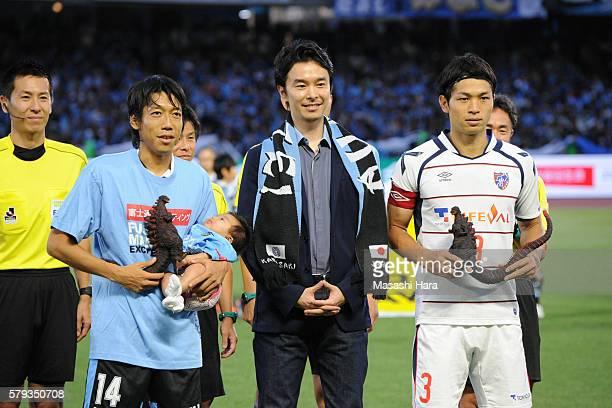 Kengo Nakamura of Kawasaki Frontale Masato Morishige of FC Tokyo and actorHiroki Hasegawa pose for photograph prior to the JLeague match between...