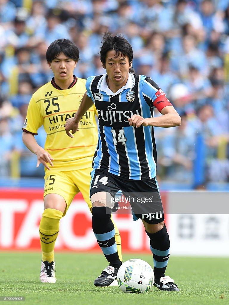 Kengo Nakamura of Kawasaki Frontale#14 in action during the J.League match between Kashiwa Reysol and Kawasaki Frontale on May 08, 2016 in Kashiwa, Chiba,Japan.
