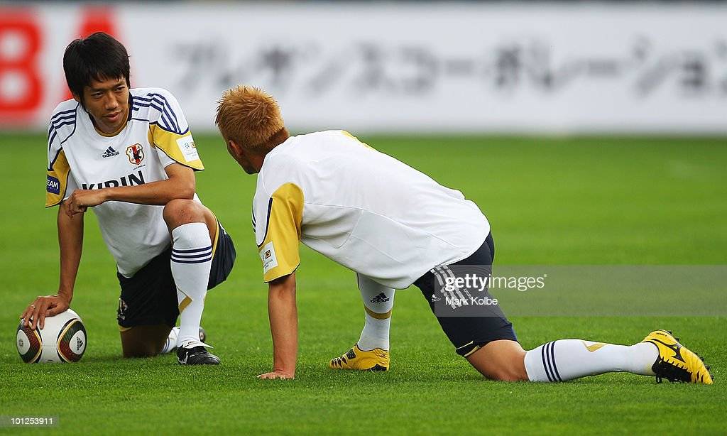 Kengo Nakamura (L) speaks to Keisuke Honda as they stretch during a Japan training session at UPC-Arena on May 29, 2010 in Graz, Austria.