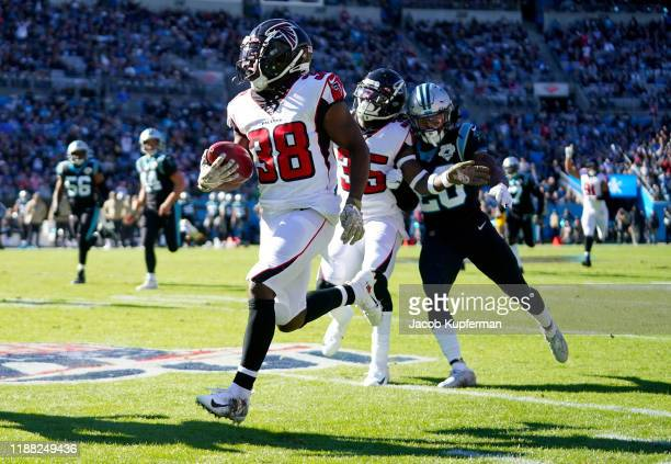 Kenjon Barner of the Atlanta Falcons returns a punt for a touchdown during the first quarter during their game against the Carolina Panthers at Bank...