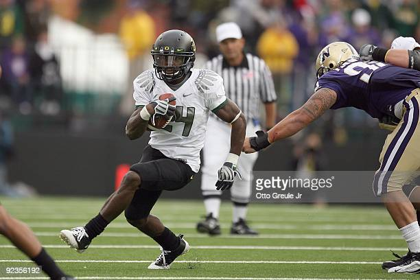 Kenjon Barner of the Oregon Ducks carries the ball during the game against the Washington Huskies on October 24, 2009 at Husky Stadium in Seattle,...
