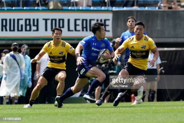 Kenki Fukuoka of Panasonic Wild Knights runs with the ball during the Top League Playoff & Japan Rugby Championship Final between Suntory Sungoliath...