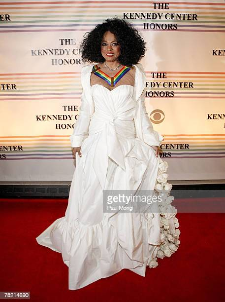 Kennedy Center Honors recipient Diana Ross poses for the cameras at the 30th annual Kennedy Center Honors December 2 2007 at the John F Kennedy...