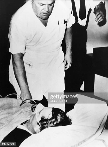 Kennedy Robert Politiker USA Im Zentralkrankenhaus von Los Angeles nach dem Attentat während einer Wahlveranstaltung im Hotel Ambassador