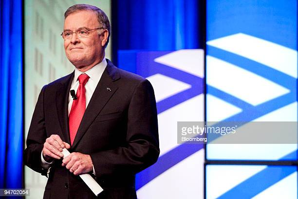 Kenneth 'Ken' D Lewis outgoing chief executive officer of Bank of America Corp addresses employees during an event with incoming CEO Brian T Moynihan...