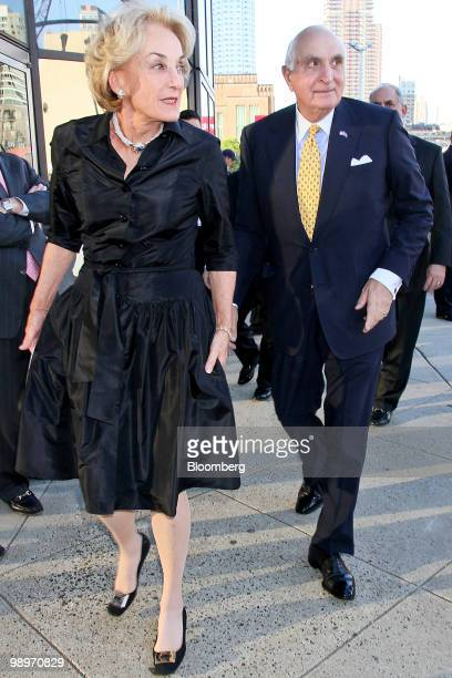 Kenneth Ken Langone cofounder of Home Depot Inc and founder of Invemed Associates Inc right and his wife Elaine arrive for the Robin Hood Foundation...