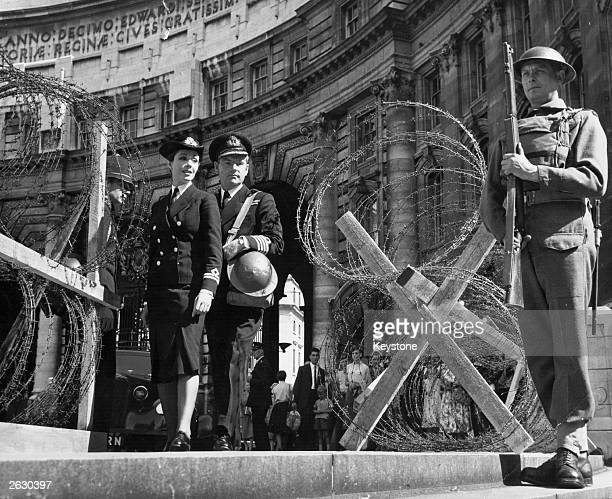 Kenneth More British film actor in London at the approach to the Admiralty with Dana Wynter They are the stars in director Lewis Gilbert's film 'Sink...